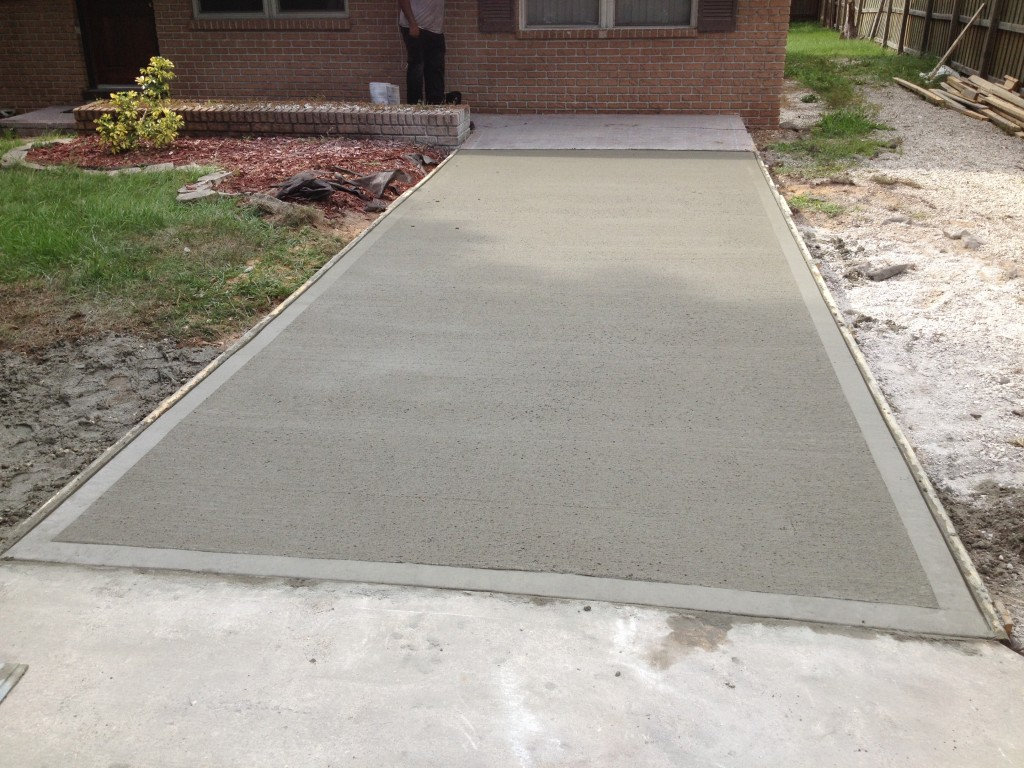 A finished concrete driveway in Melbourne, FL.