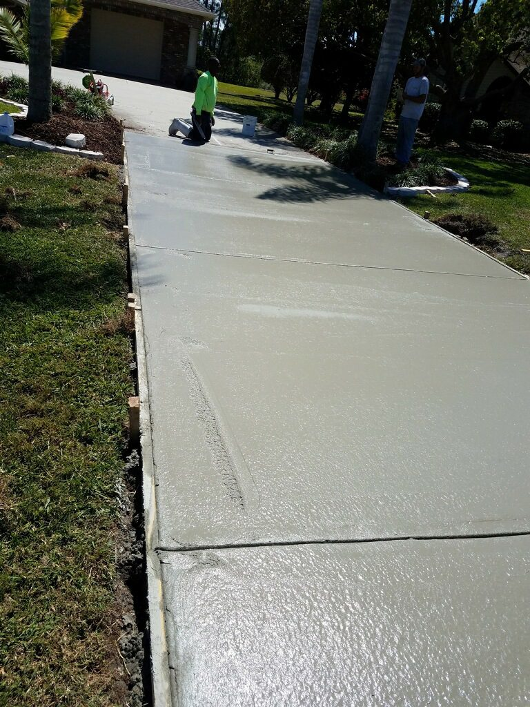New residential concrete driveway - Mims Florida - 08